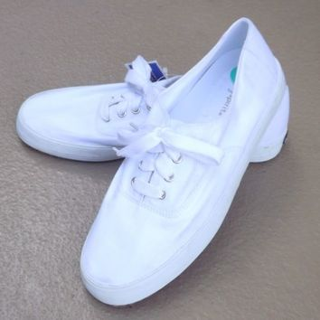 White Canvas Lace Up Tennis Shoes Women US Size 8 Medium