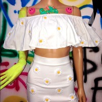 SWEET LORD O'MIGHTY! DAISY OFF SHOULDERS IN WHITE