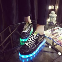 Lightning Round-toe Flat LED Low-cut Noctilucent Shoes [6734579463]