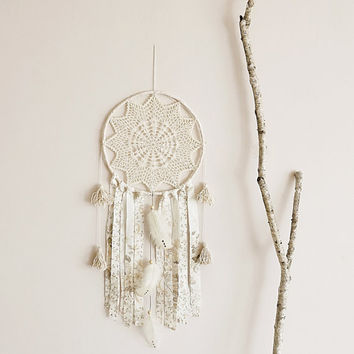 Dream catcher, large, dreamcatcher, crochet doily, wall decoration, cream, pastel, boho, wall hanging, wall decor, home decor, handmade