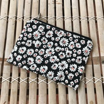 DAISY POUCH- BLK