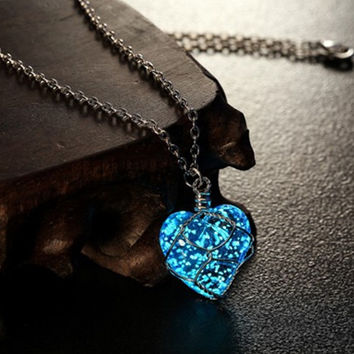 Newest Glowing Necklace Pendant Crystal Heart Glow In the Dark Luminous Statement Necklace Jewelry N2396