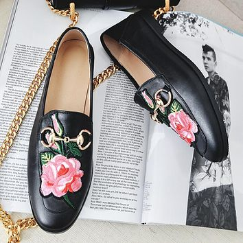 GUCCI Popular Casual Flower Embroidery Pattern Metal Buckle Leather Espadrilles Single Shoes Black