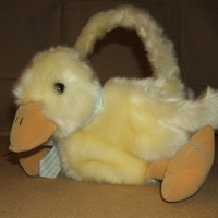 Generic Easter Basket Baby Duck 10in x 9in x 9in DB1234 * Fabric Wicker -- Used