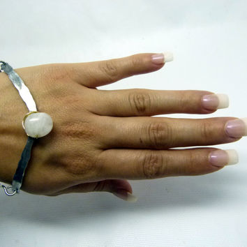 white quartz gemstone cuff , hammered hypoallergenic statement cuff, cold connection stone jewelry , silver aluminum cuff, classy cuff