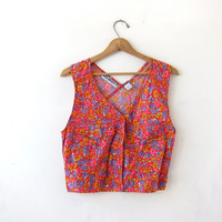 20% OFF SALE vintage cropped tank top. Floral belly shirt. Cut out top. Button front sleeveless shirt. Criss cross top.