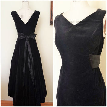 Vintage 1940s Black Velvet Dress / 40s Cocktail Dress /  40s Velvet Dress / 1930s Velvet Dress / 30s Party Dress / Dress With Sash and Bow