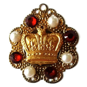 Royal crown pendant - antique pearl jewellery - Tudor jewelry - red and gold crown - crown necklace - medal necklace - Anne Boleyn necklace