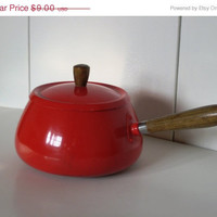 ON SALE Vintage Cherry Red Fondue Pot with Wooden by ILikeThemOld