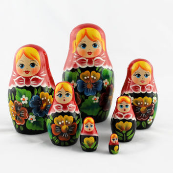 Matryoshka Russian Nesting Doll Babushka Beautiful Flowers Poppies Set 7 Pieces Pcs Hand Painted Wooden Souvenir Handicraft Craft