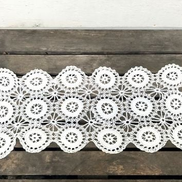 Vintage Doily Table Runner, Off White Crocheted Doily Runner, Medallion Pattern, circa 1950s-1960s