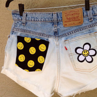 Levis High Waisted Daisy Smiley Face 90's Dip Dyed Size 28 Flower Power //SUZNEWS ETSY STORE//