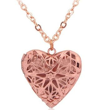 Vintage style Hollow Heart-shaped Locket Essential Oil Diffuser