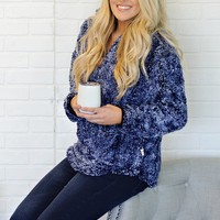 * Ariah Fuzzy Simply Southern Sherpa Pullover : Blue