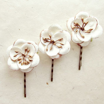 White and Bronze Holiday Hair Pins. Metallic Paper Flower Bobby Pins with Shimmering Petal Edges and Stamen. Pretty Hair Accessories.