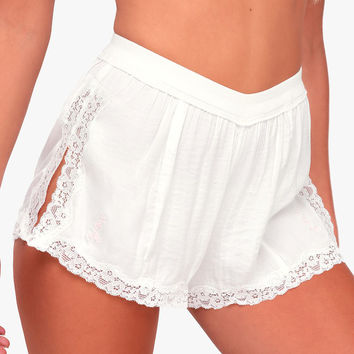 High Side Shortie White Lace Shorts