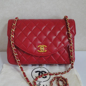 80's vintage CHANEL lipstick red quilted lambskin classic 2.55 shoulder bag with golden CC and chain strap.