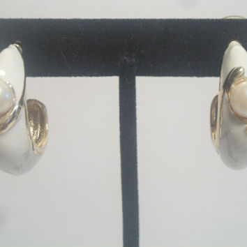 Vintage White Enamel Pearl Hoop Earrings Chunky Gold Tone Retro Costume Jewelry