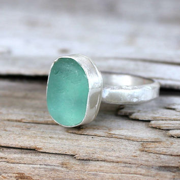 Sea glass ring on a Sterling Silver band, Turquoise/teal green Size 6 1/4 (UK/AUS M 1/2) - Authentic Sea Glass Jewelry