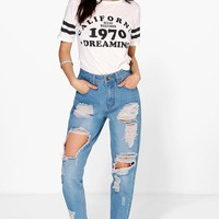 High Wst Light Wash Distress Mom Jeans | Boohoo