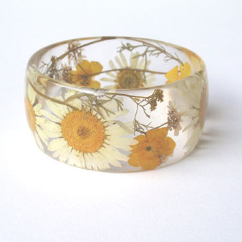 Eco Resin Bangle Bracelet -Size M - Real, Flower Resin Bracelet, Chunky Thick Rounded Bangle, Real Plant Bracelet