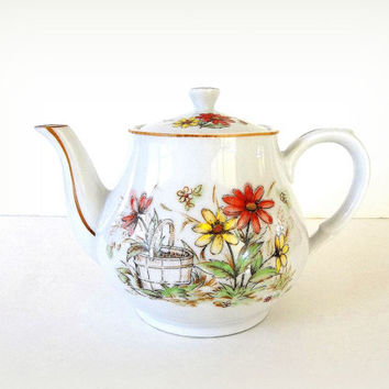 Vintage Teapot, Floral flower tea pot, Daisy tea pot, orange yellow white porcelain china, Japan teapot tea party,