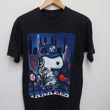 Vintage SNOOPY Yankees Baseball NY T Shirt Black Color Size M