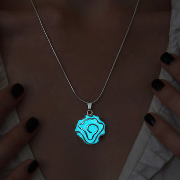 Flower Necklace - Glowing Amazing Jewelry - Floral Pendant - Gift for Women - Glowing Necklace - Gorgeous Jewelry - Glow in the Dark Pendant