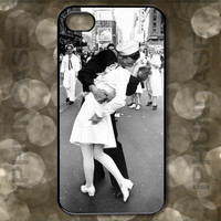 Sailor Kissing Nurse Times Square New York City Iconic Photograph Case <<>> Apple iPhone 4, iPhone 4S, iPhone 5, iPhone 5S & iPhone 5C Cases