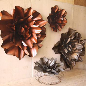 Set Of 2 Rustic Finish Metal Hanging Wall Flowers