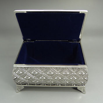 Personalized jewelry box - Silver jewelry box - Engraved keepsake box - antique trinket box