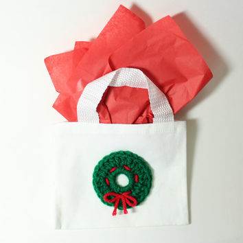 Christmas Wreath Gift Bag, Holiday Goodie Bag, Reuseable Holiday Candy Bag, Christmas Crochet Tote Bag