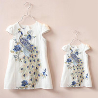 2016 New Stylish Mother Daughter Dresses Clothes Peacock Embroidery Dress for Mum and Kids Short Sleeve Family Girls Clothing
