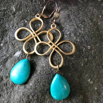 Pretty Green Gem Stone dangles from Matte Goldtone Celtic Type Knots with nice safety backs