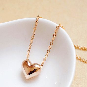 FAMSHIN Specials! Beautiful peach heart necklace / new fashion simple short necklace female clavicle pursuit of love necklace