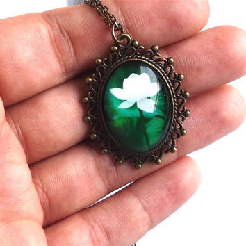 Vintage green necklace- White flower necklace- White lily necklace- Green wedding jewelry- Summer time- Gift for her