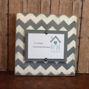 Picture frame, distressed wood chevron pattern, 4x6 frame grey and white