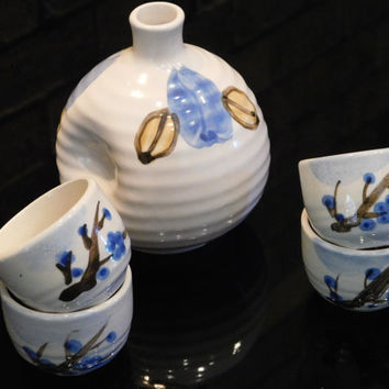 Sake Set Japanese Porcelain 5 Pieces, Silk Brocade Gift Box, 4 Cups, 1 Sake Jug, Vintage .. Just So Special, Perfect For That Special Dinner