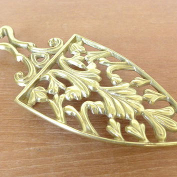 Virginia Metalcrafters brass trivet number 9-12 in excellent condition