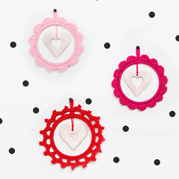 Round crochet frame or Wall Pendant with a heart