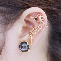 ONE PIECE Faux Crystal Hippocampus Ear Cuff - Golden