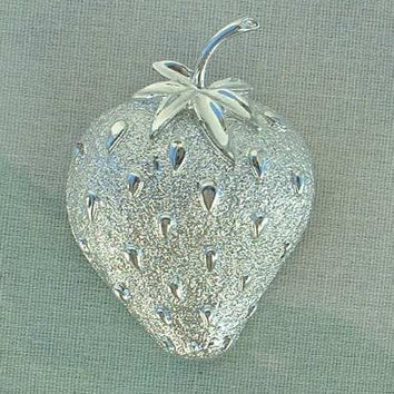Sarah Coventry STRAWBERRY ICE c1970 Silvertone Pin Brooch