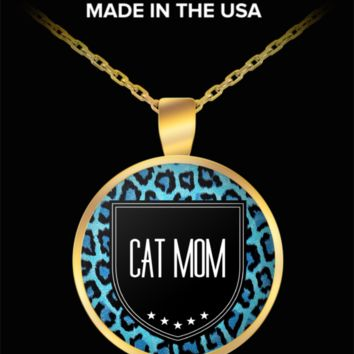 Cat Mom Necklace - Proud Cat Mom - Round Shaped Gold Plated Cat Mom Jewelry Pendant Chain Fits All - World's Best Cat Mom - Funny Gifts For Cat Lover Wife Husband Mom Dad Mother's Father's Day Women Men Christmas New Years Day Party Valentine's Day