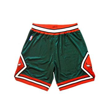 ONETOW Mitchell & Ness 2008 2009 NBA Authentic Chicago Bulls Limited 'Christmas' Shorts