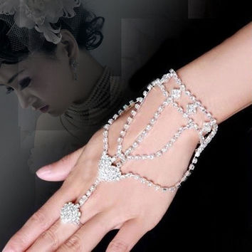 2015 Wedding Engagement Bride Hand Harness Bracelet Bangle Slave Chain Link Ring (Color: White) = 1929960260