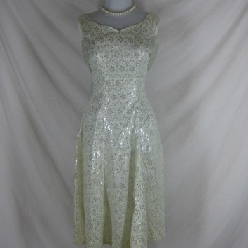 1950s 1960s White Silver Lame Christmas Vintage Ladies Cocktail Party Dress W28