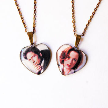 "FBI Special Agents Fox Mulder & Dana Scully From ""The X-Files"" - Set of 2 Handmade Heart Cameo Necklaces - Best Friends or Valentine Jewelry"