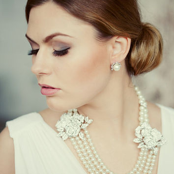 Exquisite vintage style four strands bridal pearl necklace with bridal flower brooches. Royal pearl necklace. Wedding pearls necklace.