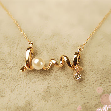 Clavicle Women Necklace LOVE Letters Simulated Pearls Crystal Pendant Colar Everyday Wear Fashion Jewelry Minimalist