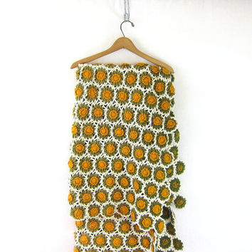 Handmade green and gold yellow floral Afghan.. Vintage Throw blanket with daisies